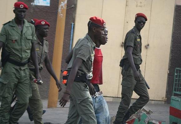 Macky Sall à Guédiawaye : De jeunes opposants arrêtés