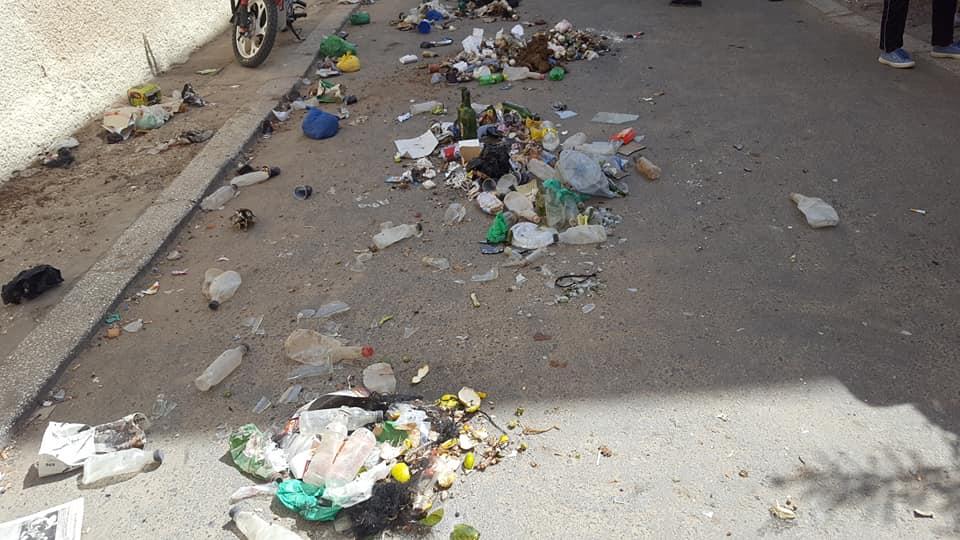 Des ordures déversées devant la mairie de Saint-Louis (vidéo)