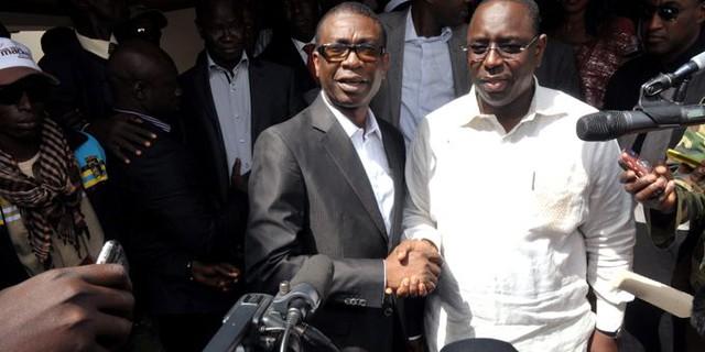 """Kaffrine : Youssou Ndour invite les populations à ne pas remettre le pouvoir à des """"farceurs"""""""