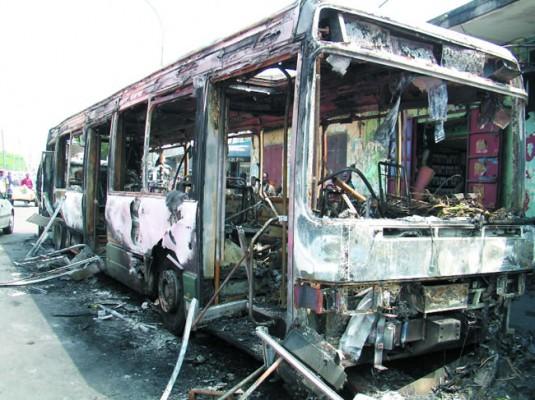 Émeutes à Tambacounda : Le bus des journalistes calciné