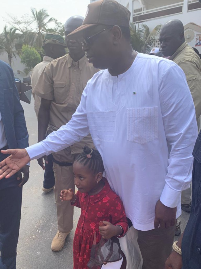 Présidentielle 2019 : Quand le candidat Macky Sall fait du porte à porte dans son quartier à Mermoz