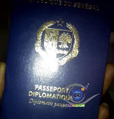 Macky supprime les actuels passeports diplomatiques