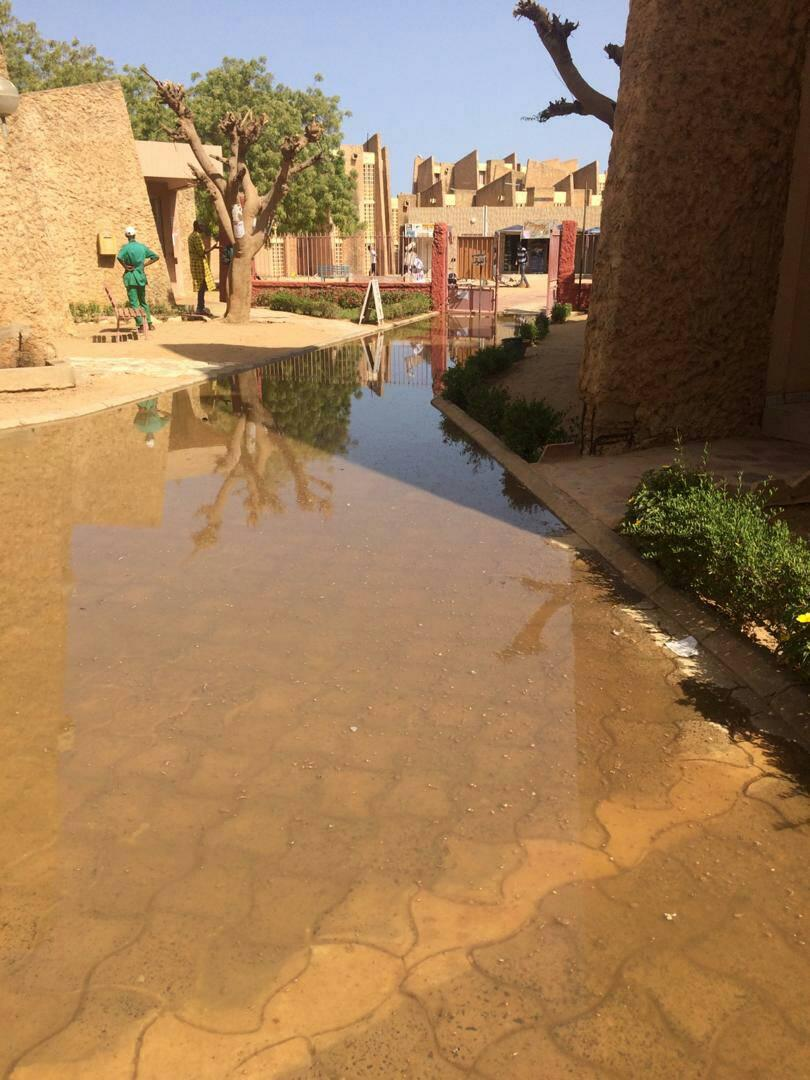 UGB : le campus social sous les eaux usées (photos)
