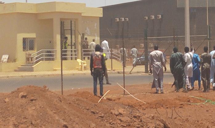 Arrivée de la dépouille de Cheikh Béthio Thioune : Les « Thiantacones » prennent d'assaut l'AIBD (Photos)