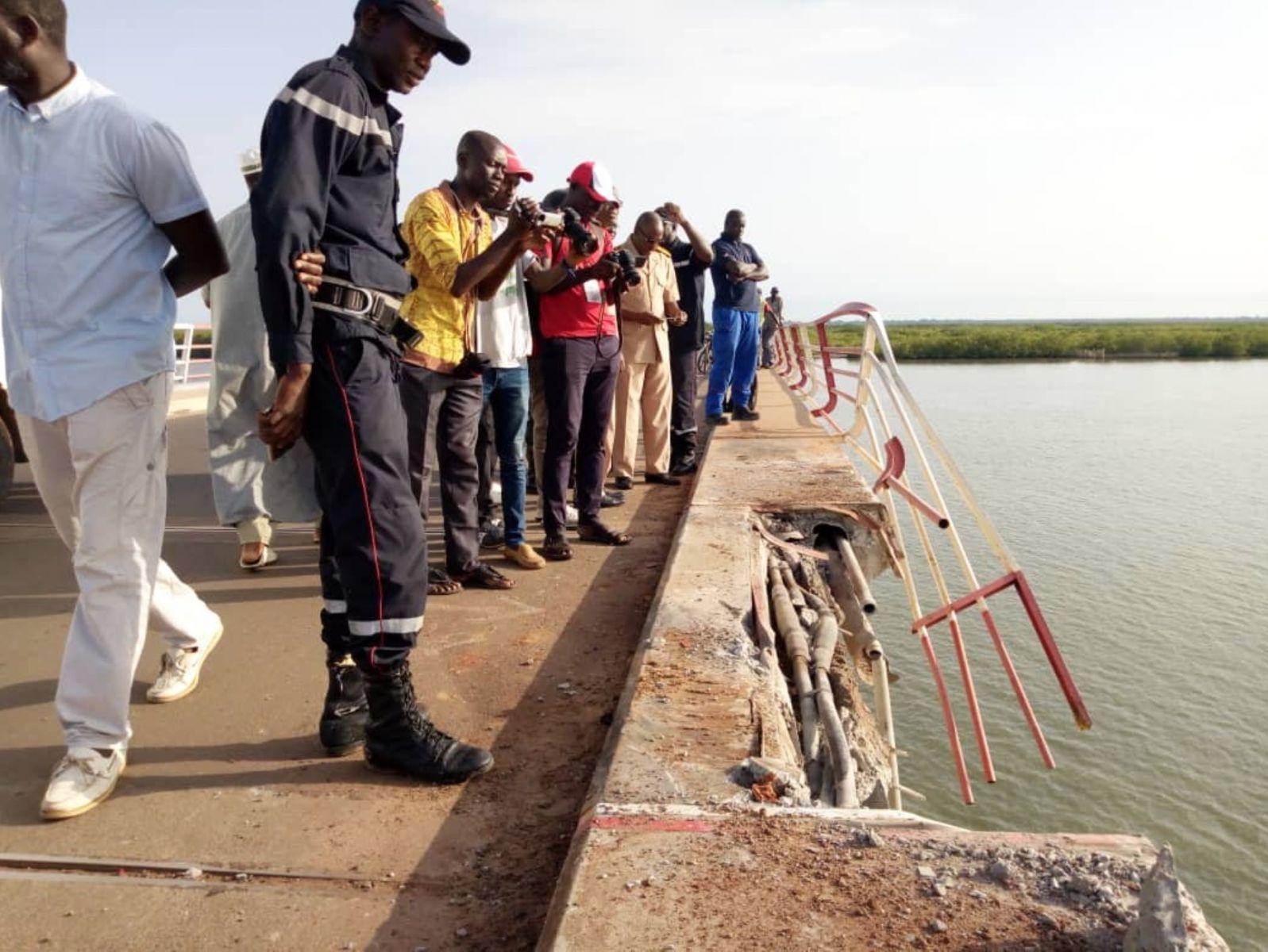 Chute spectaculaire d'un camion sous le pont Émile Badiane : Un mort, 2 personnes portées disparues