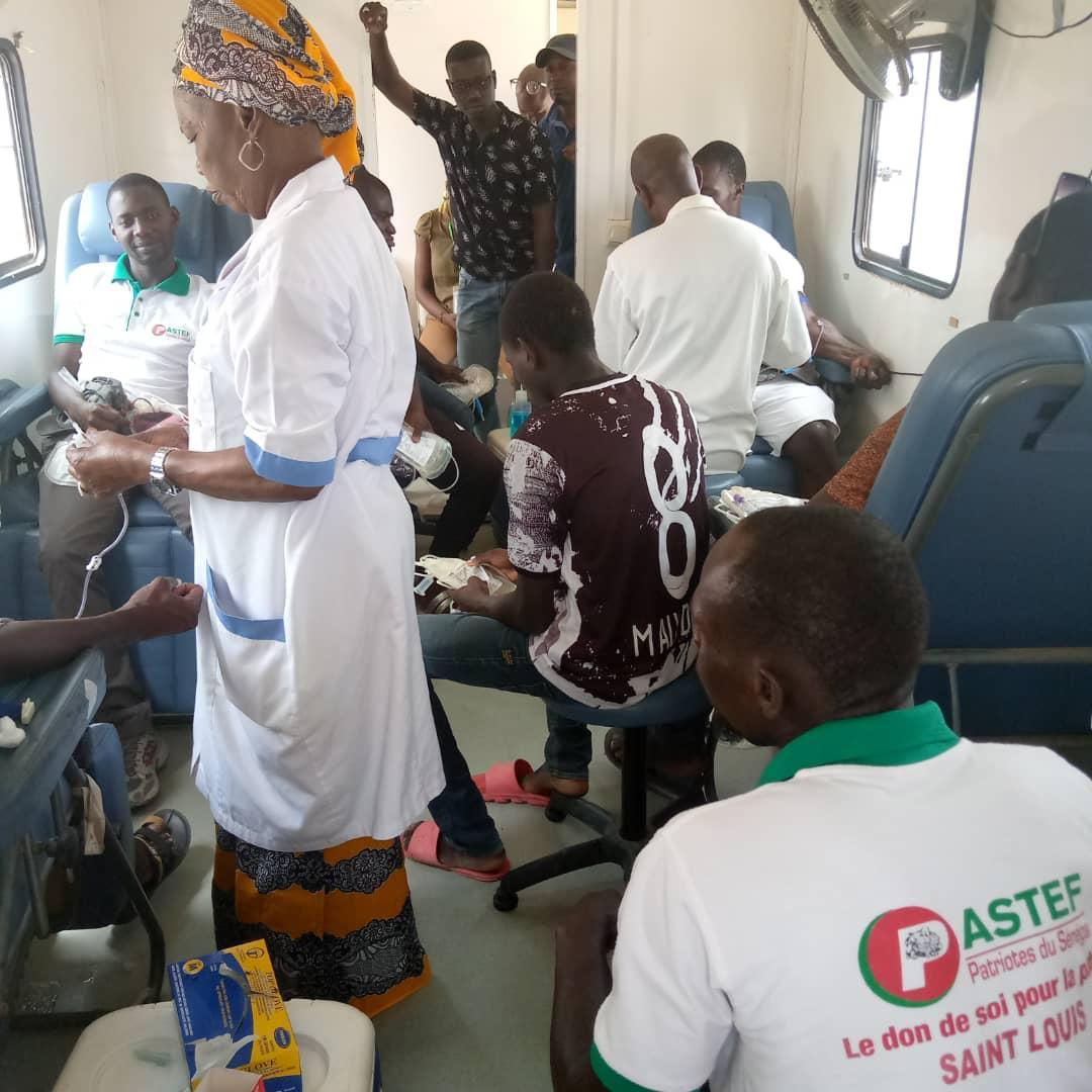 """Saint- Louis : les """"Patriotes"""" au secours de la banque de sang (photos)"""