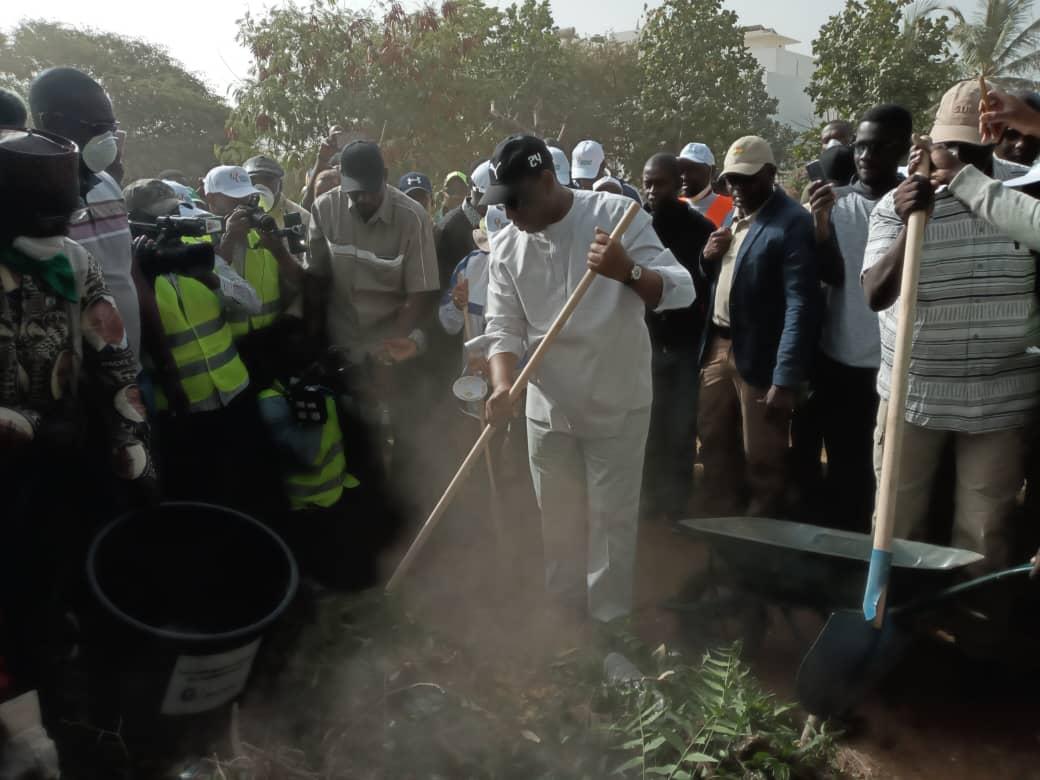 Lancement de la journée nationale de nettoiement : Le président Macky Sall donne le premier coup de balai à Mermoz
