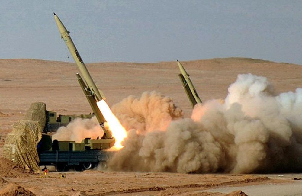"""L'Iran tire des missiles contre des bases en Irak et menace de frapper Israël et """"des alliés"""" des États-Unis"""