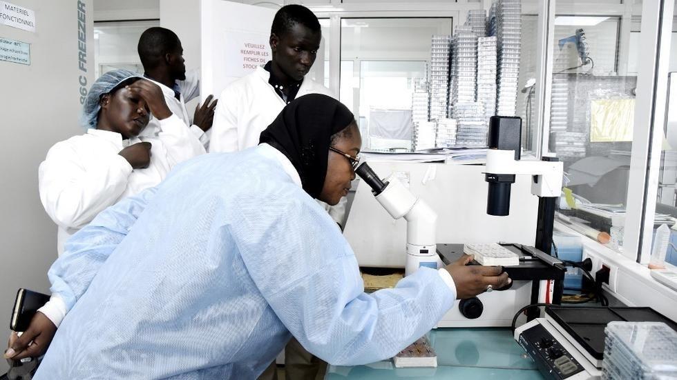 Coronavirus : un co-voyageur du 1er patient testé positif sous surveillance à Kaolack