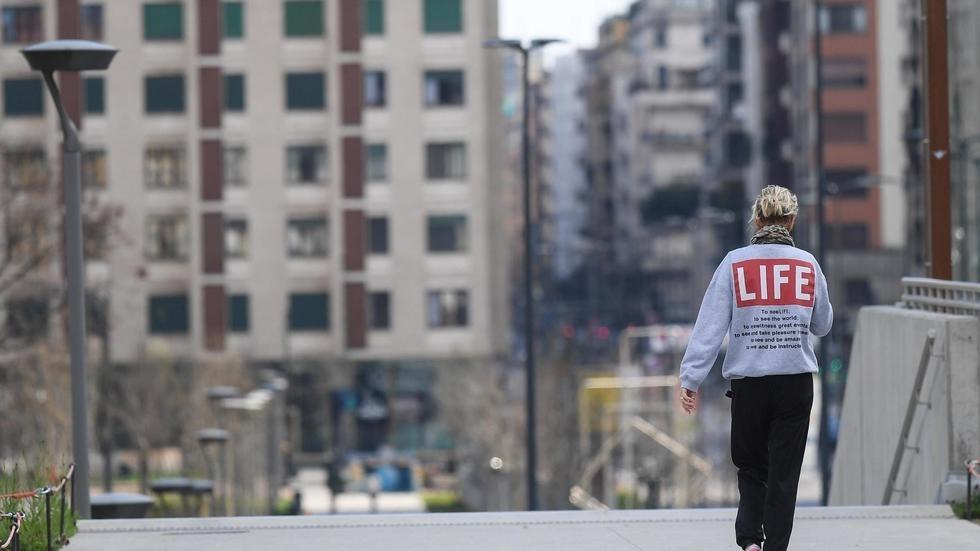 Rue déserte à Milan, en Italie, le 15 mars 2020. REUTERS/Daniele Mascolo