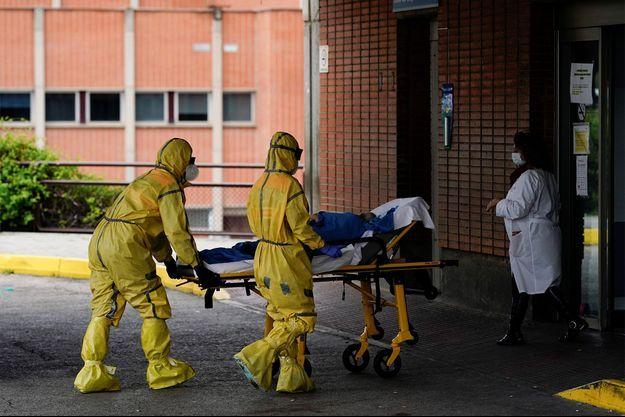 Coronavirus: le bilan total grimpe à 17167 décès en France