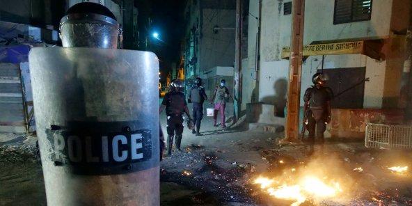 Manifestations contre le couvre-feu : 200 personnes ont été arrêtées (ministre)