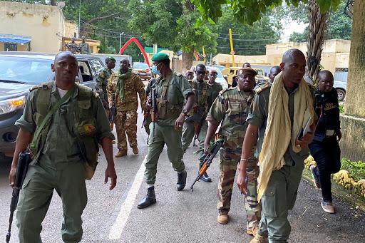 Mali: la junte propose une transition de trois ans dirigée par un militaire