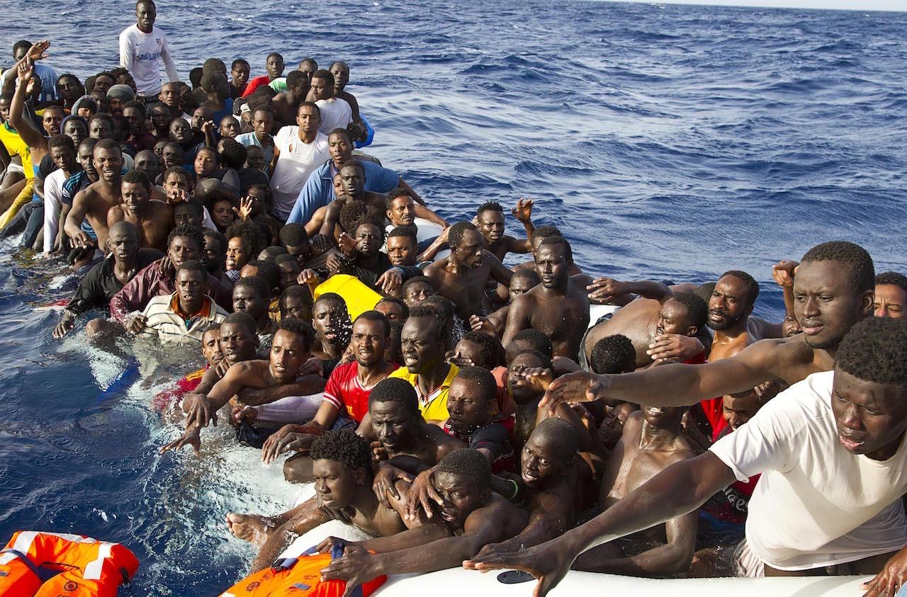 Macky SALL exige le renforcement du contrôle des embarcations, de la surveillance côtière, l'identification et le démantèlement des réseaux de passeurs