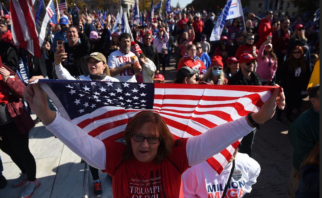 """""""Stoppez le vol"""", """"quatre ans de plus"""": des pro-Trump manifestent à Washington"""