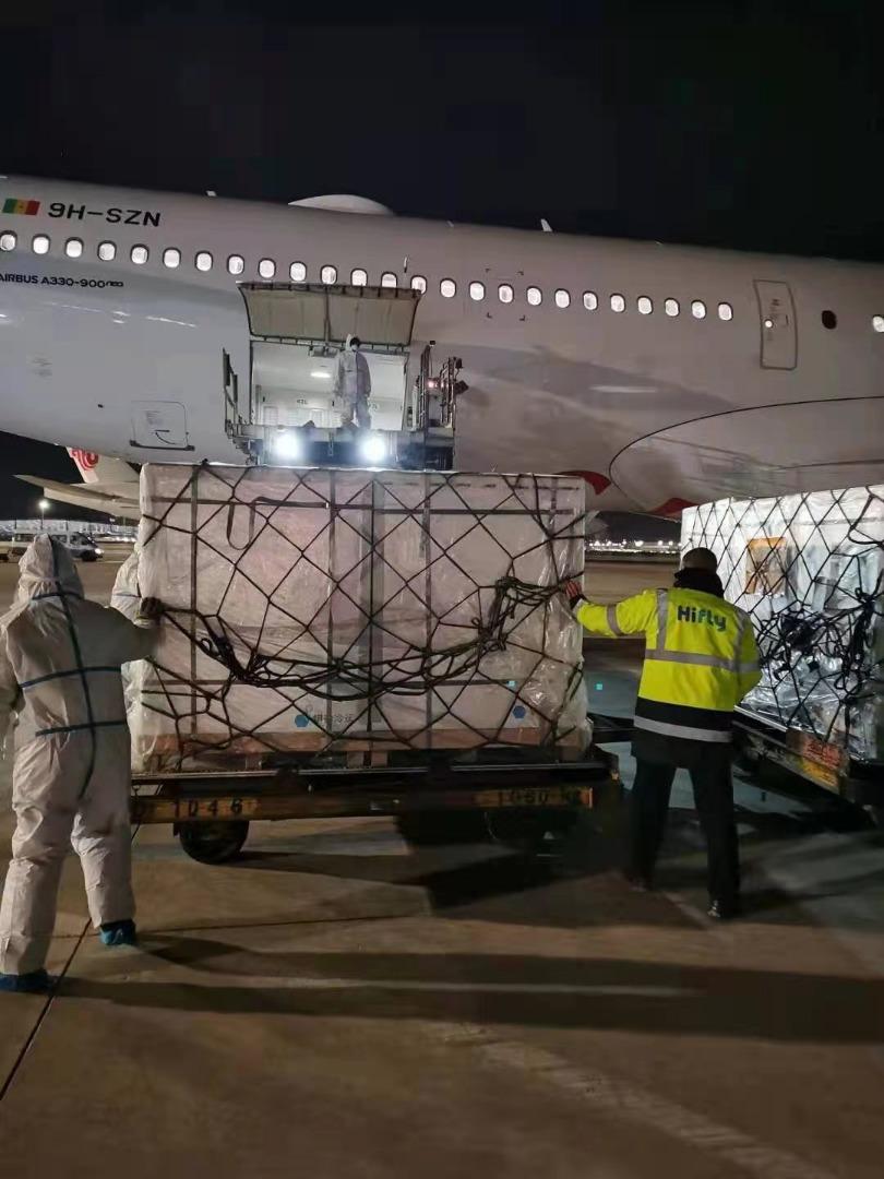 Le convoi de vaccins contre la Covid-19 en route pour le Sénégal (photos)