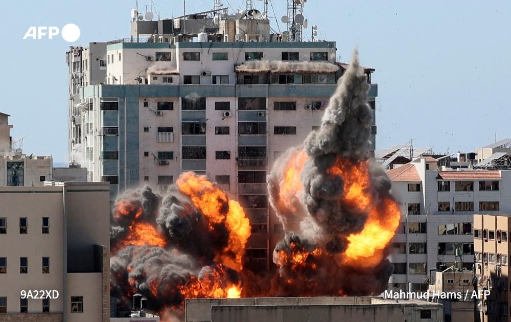 """L'agence AP """"choquée et horrifiée"""" par la frappe israélienne contre ses bureaux à Gaza"""
