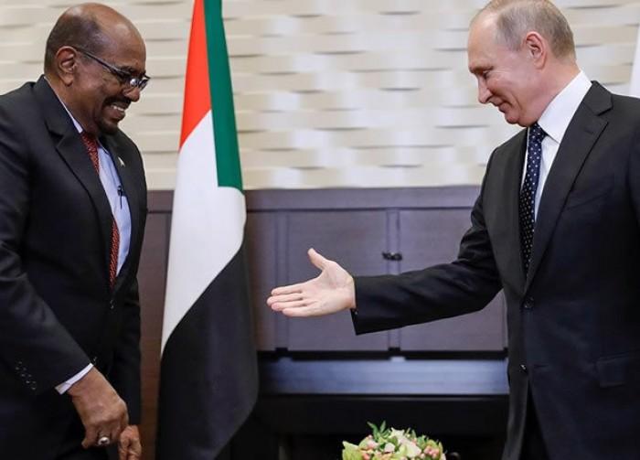 Macron veut fermer la porte du Soudan à Vladimir Poutine