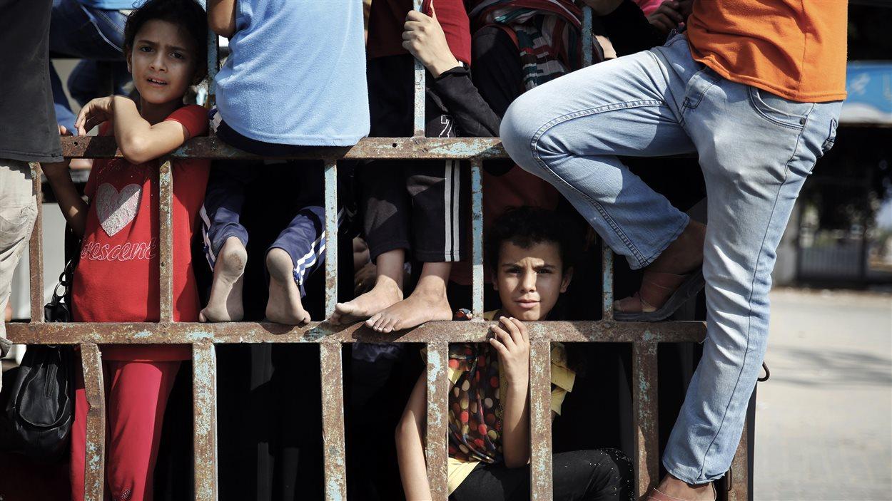 Plus de 52.000 Palestiniens déplacés à Gaza. Près de 450 bâtiments détruits par les raids israeliens