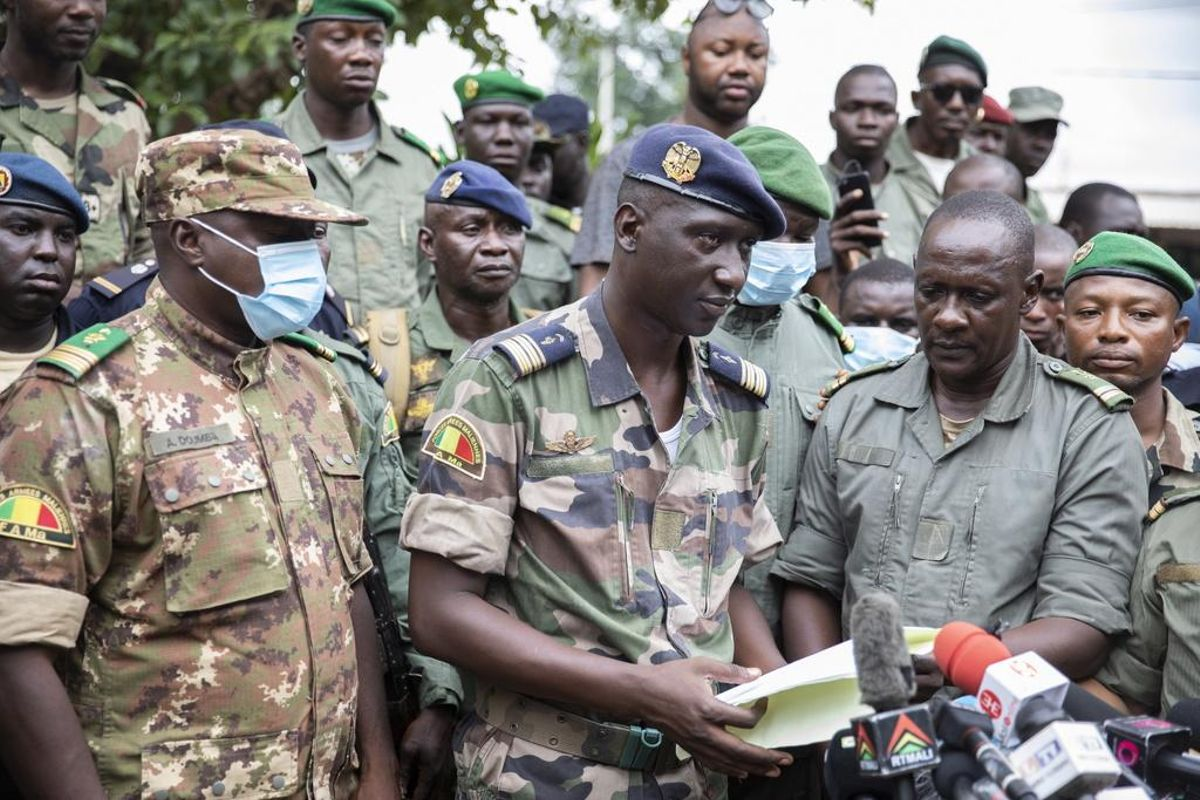 Au Mali, la junte libère le président et le Premier ministre de transition démissionnaires
