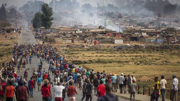 Violences en Afrique du Sud: le bilan passe à 337 morts