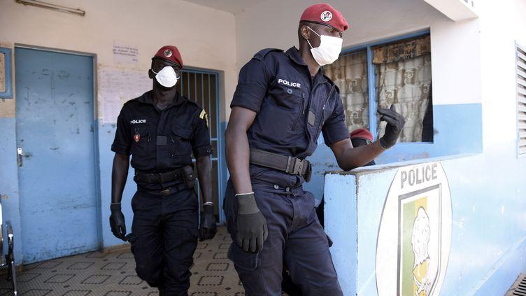 """Port obligatoire du masque : la police reçoit l'ordre """"d'organiser des opérations ciblées"""" dans les ..."""