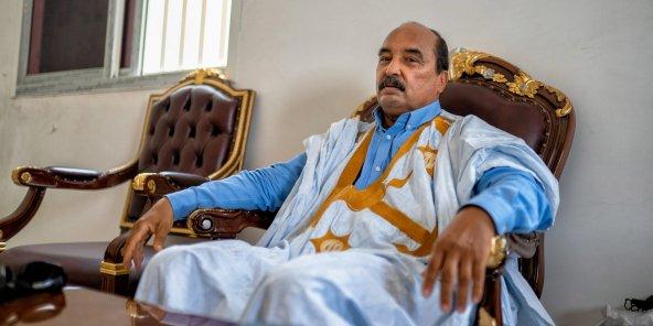 Mauritanie : L'ex président Aziz utilisait un smartphone depuis sa cellule!