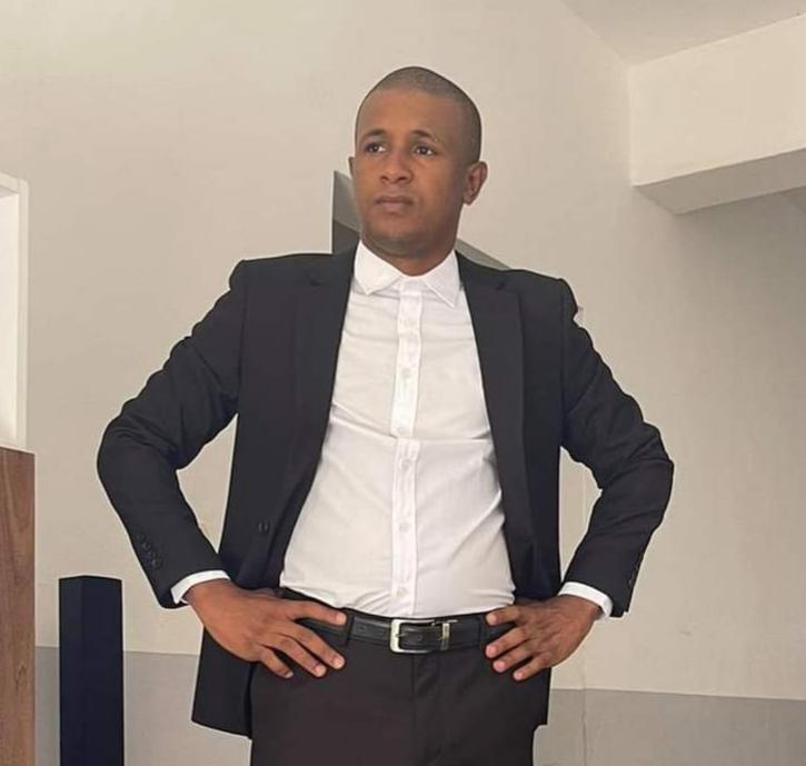 """Le """"ministre de la défense d'Alpha Condé sur Facebook"""" arrêté à l'aéroport de Conakry et conduit en prison"""
