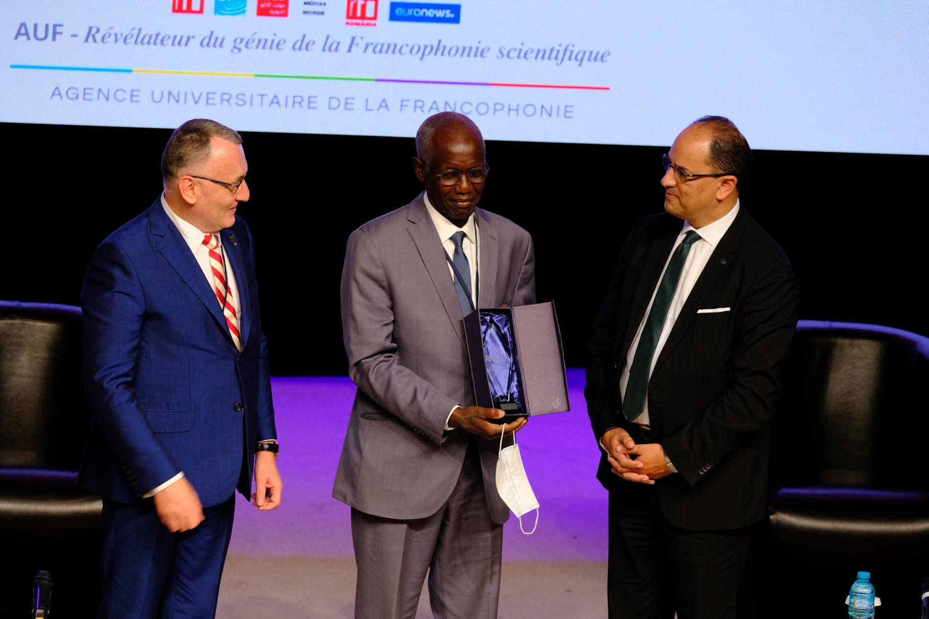 De gauche à droite : Sorin Cimpeanu, Président de l'AUF - Ibrahima Thioub, Lauréat du Pirx El Fassi 2021 - Slim Khalbous, Recteur de l'AUF