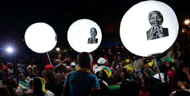 Pourquoi l'humanité pleure autant Mandela ?