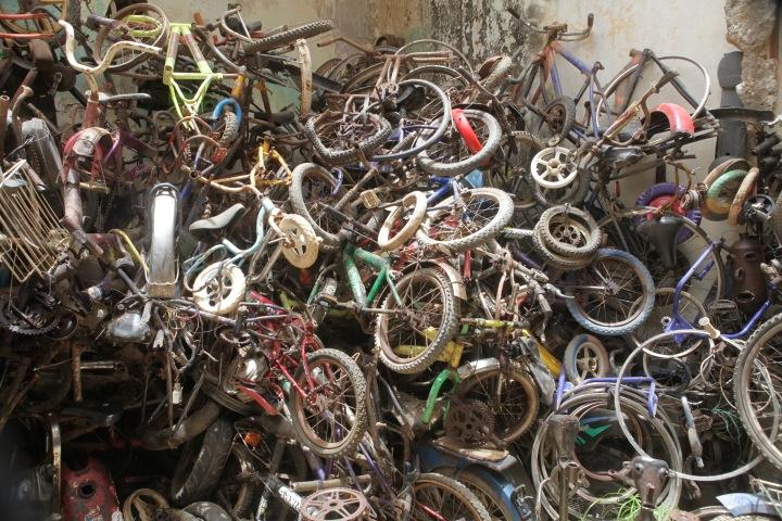 Man ak sama wélo ba faw, un voyage cyclopédique