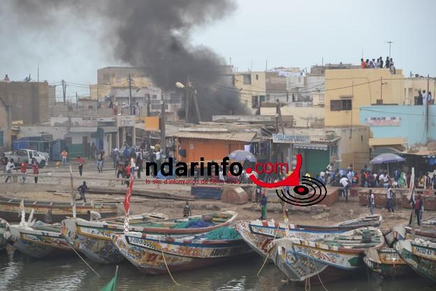 [PHOTOS] Guet Ndar en flammes : Pécheurs et forces de l'ordre s'affrontent.