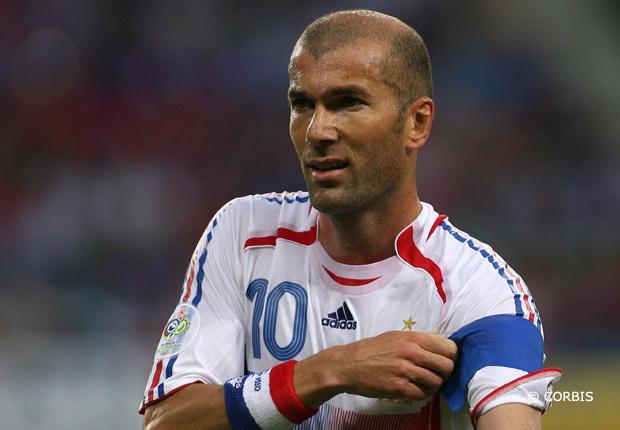 Zidane quitte le Real Madrid pour devenir entraîneur en chef