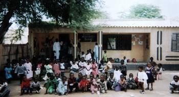 Bango : le délabrement avancé du poste de santé inquiète les populations.