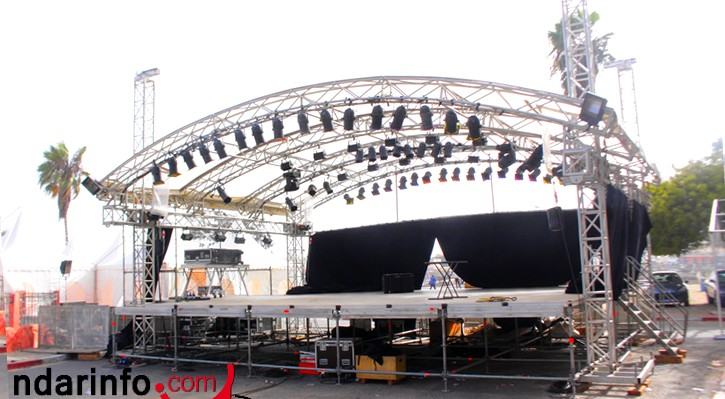 [PHOTOS] La Place Faidherbe, prête à accueillir la 22e édition du Festival de Jazz.