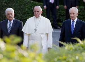 Rencontre historique entre le pape François, Mahmoud Abbas et Shimon Peres pour un moment de prière