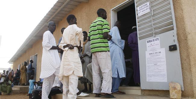 Plus de 5,3 millions de citoyens appelés aux urnes pour élire 28.028 conseillers