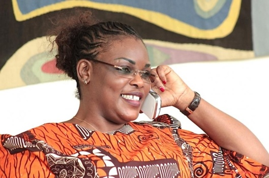 Sénégal, une Première dame aux commandes de l' État