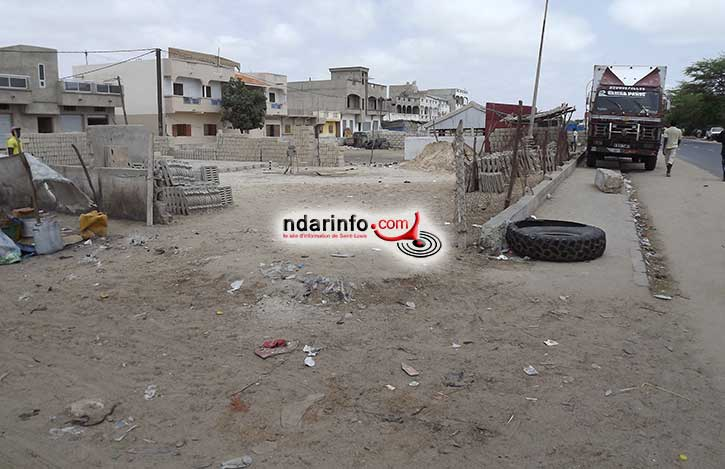 Note citoyenne au maire Mansour FAYE: Non à l'accaparement de notre parking !!!