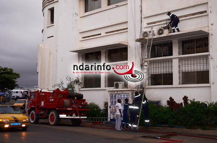 URGENT: Incendie à l'immeuble de la Poste de Saint-Louis.