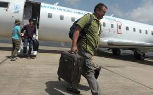 Photo: Un avion du Programme alimentaire mondial (PAM) transportant du personnel humanitaire en provenance de Conakry, a atterri samedi après-midi sur le site du corridor humanitaire. AFP PHOTO / SEYLLOU