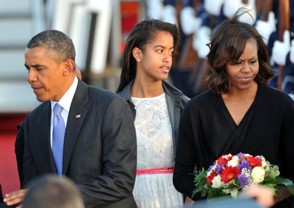 Les filles Obama reoivent leur petit chien - 13 avril