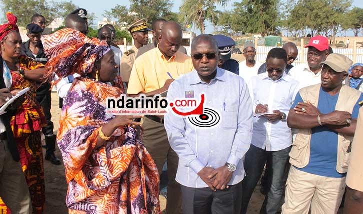 Le ministre Oumar Guèye au centre de surveillance de pêche de Goxumbathie i