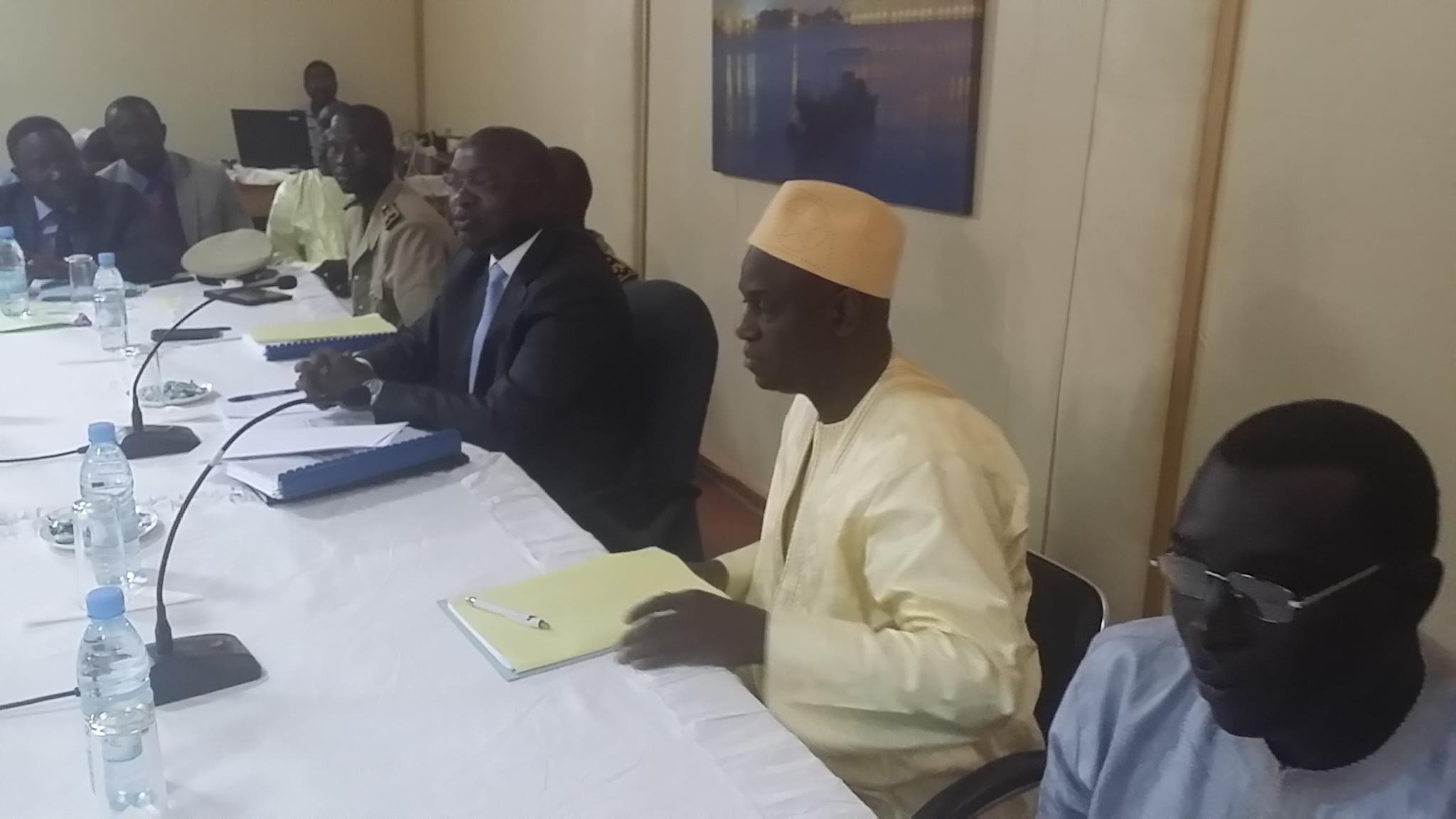 Mansour FAYE, le maire de Saint-Louis et le ministre de la pêche  Oumar GUEYE à l'ouverture du Crd