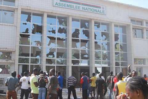 CRISE AU BURKINA: le Gouvernement annule le vote de l'article 37 .... à l'instant