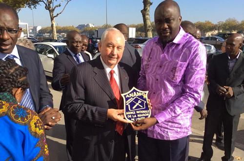Maodo Malick MBAYE « vend » le concept de Maison de l'Outil à la « Journée Sénégal » à Lyon.