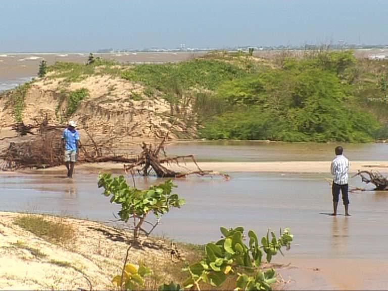 """SOLUTION A LA BRECHE: vers la construction d'une digue """"pour controler l'eau qui quitte la mer"""" ( expert)"""