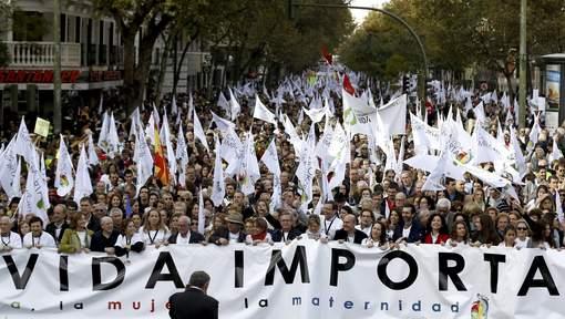 Des dizaines de milliers d'Espagnols manifestent contre l'avortement