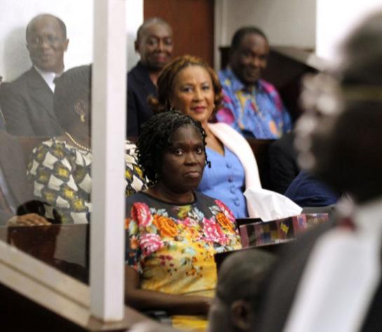 Abidjan (Côte d'Ivoire), hier. Simone Gbagbo (en robe jaune), épouse de l'ancien président ivoirien, est inculpée dans son pays d'« atteinte à la sûreté de l'Etat ». (Reuters/Loïc Gnago.)