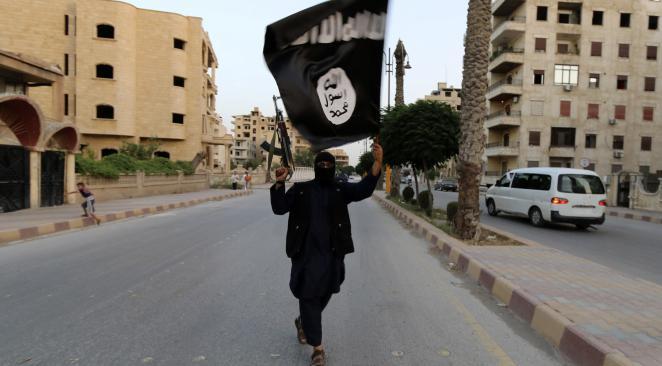 """L'Etat islamique diffuse une vidéo d'un enfant tuant deux """"agents secrets"""""""